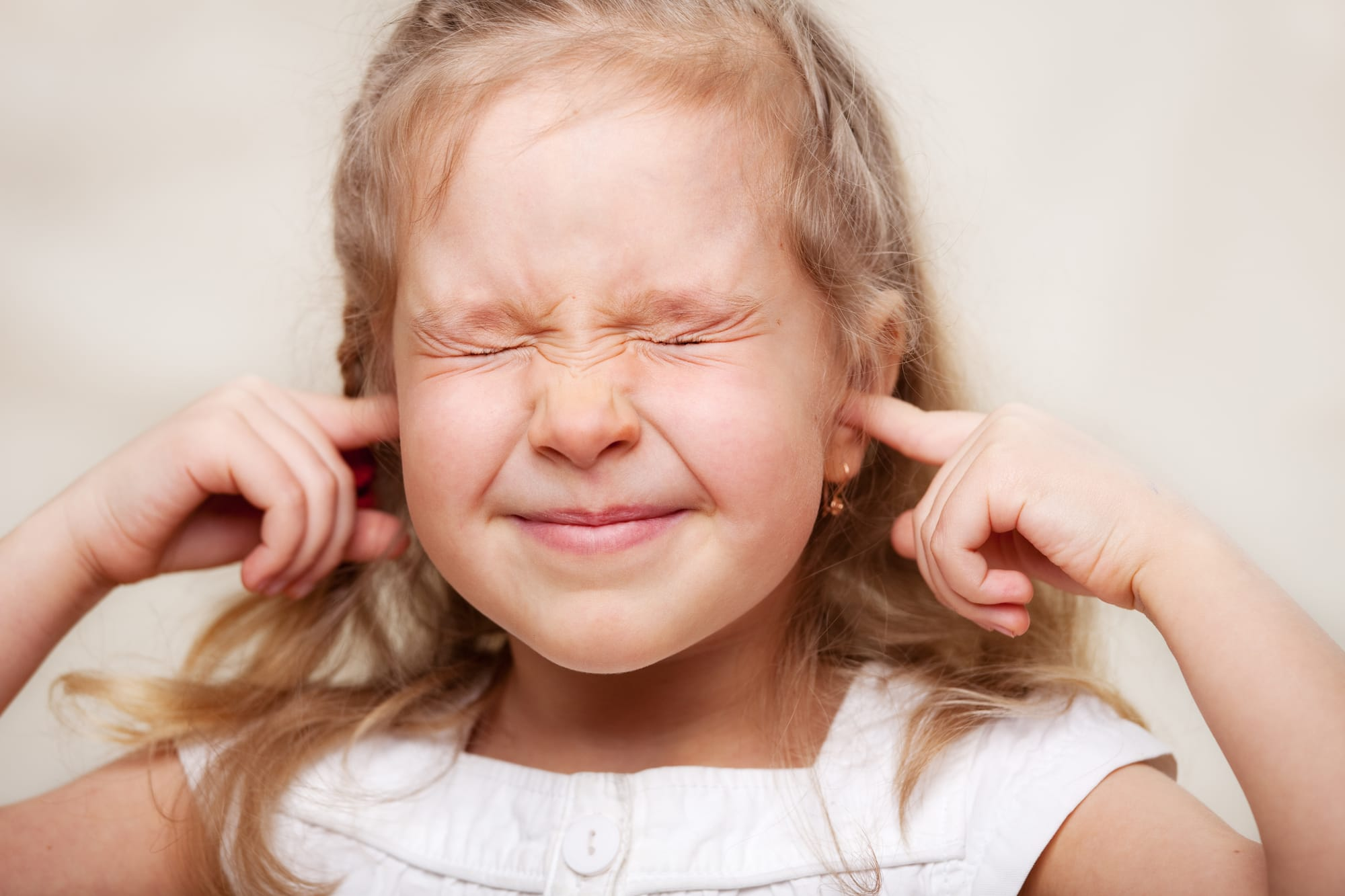 keep divorce away from children's ears